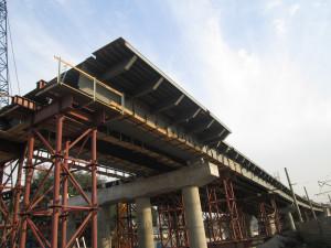 Мост на этапе строительства