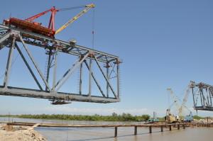 Технологические решения при строительстве мостов полунавесной монтаж