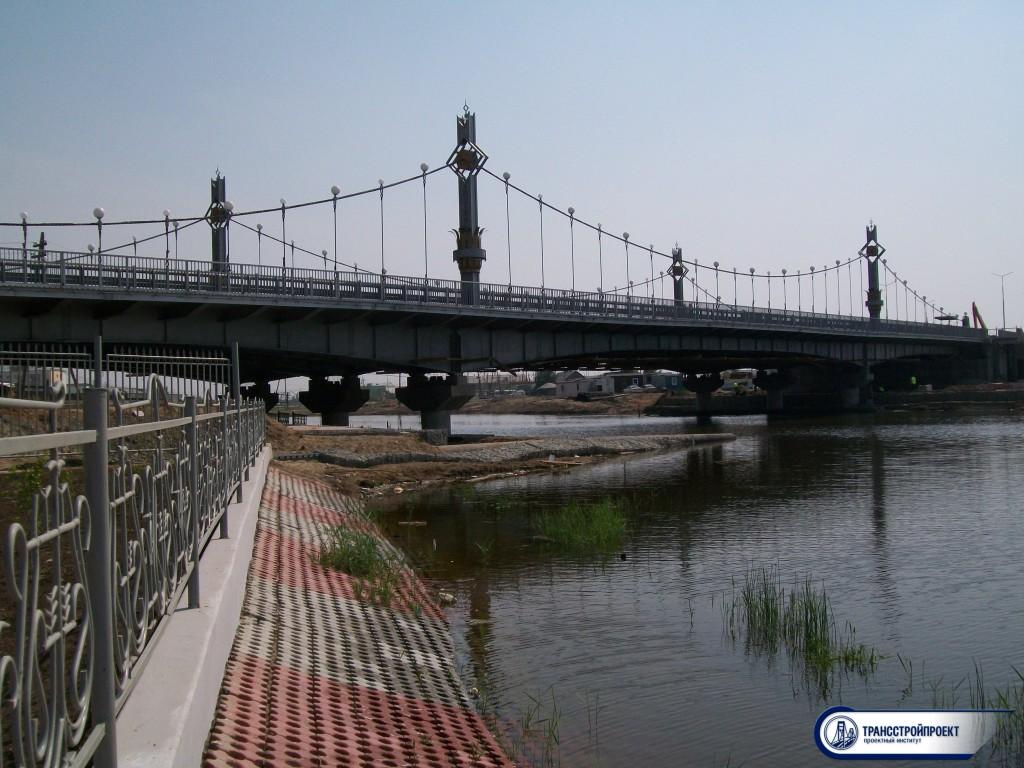 Мост через озеро в Якутске