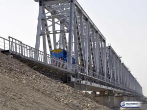 железнодорожный мост через реку Или