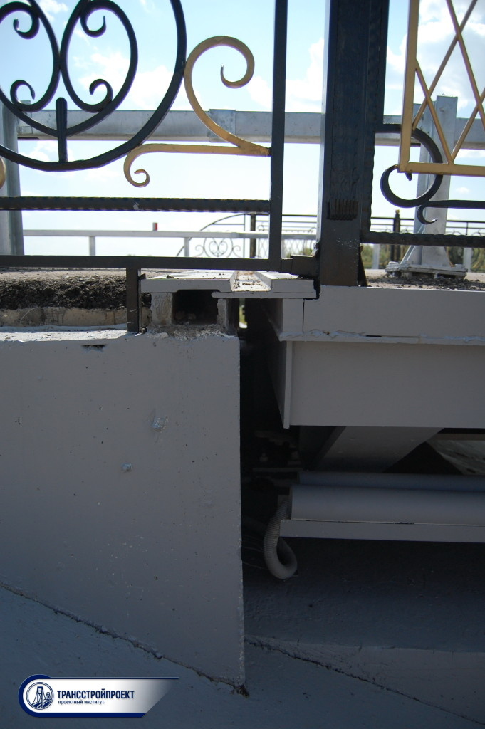 Деформационный шов на мосту у с. Куйгенжар, вид сверху