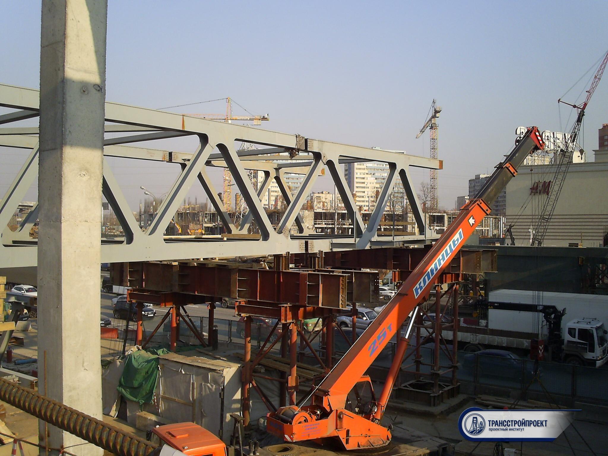 монтаж пролетного строения моста