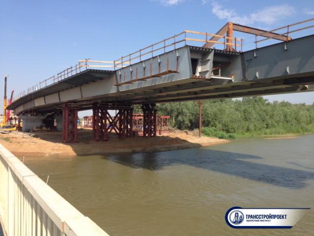 Строящийся мост через старый Иртыш